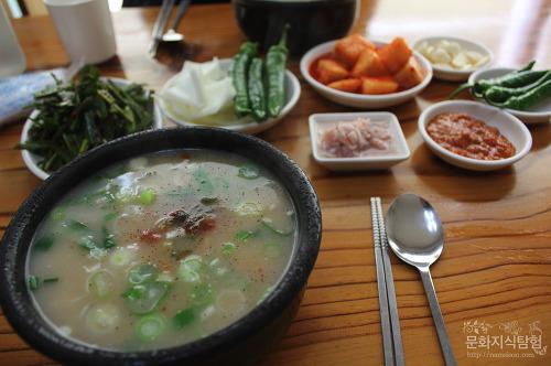 안동 맛집 - 당북동 밀양돼지국밥에서 국밥 '절단내기'
