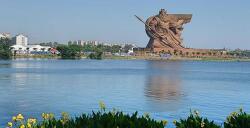 대륙의 관우 동상