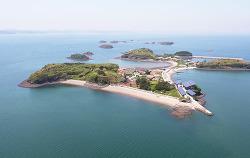 한화그룹 에너지자립섬 준공, 태양광 에너지로 친환경 캠핑장 만들다