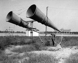 레이더 이전 소리로 적기를 탐지했던 사운드 로케이터