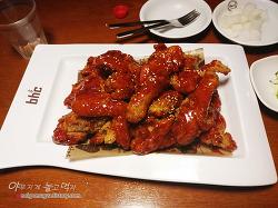 [충무로 맛집] BHC치킨 양념치킨 후기. 바삭한 치킨과 매콤달콤한 양념