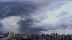 웅장한 서울하늘의 오늘의 날씨 였습니다.