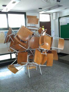 작품명 공부하기 싫어요 의자 예술작품