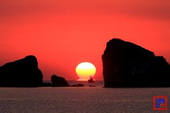 제주도 형제섬의 장엄한 일출(오메가 연출, 2014.3.22)