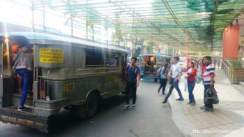 경찰도 손쓸 수 없는 필리핀의 불규칙한 교통시스템 (Terrible Traffic system in the philippines)