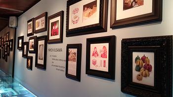 진 아트 갤러리 - 쿠사마 야요이의 작품을 만나다