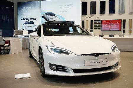 테슬라 전기차를 통해 본 자동차 산업의 경계없는 경쟁흐름