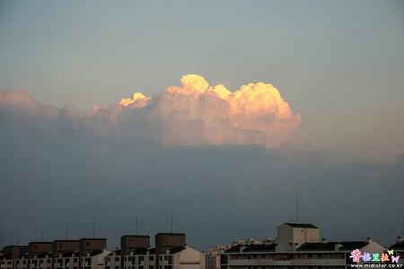 볼빨간 구름