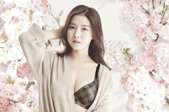 김소은 화보 움짤 언더웨어 속옷화보 메이킹