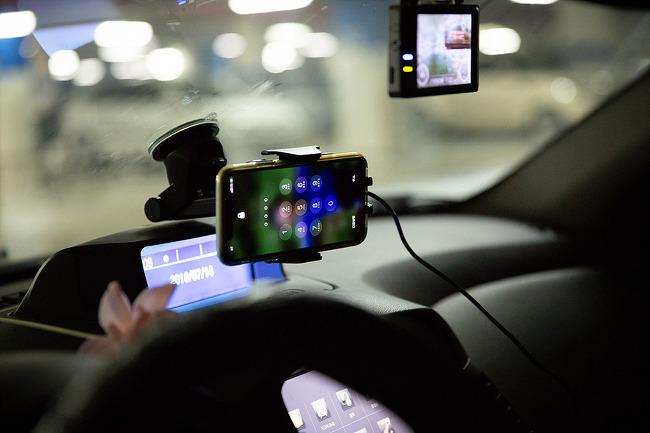 오토커넥트 오토닉(AUTONIC) 무선 충전 차량용 전자동 스마트폰 거치대