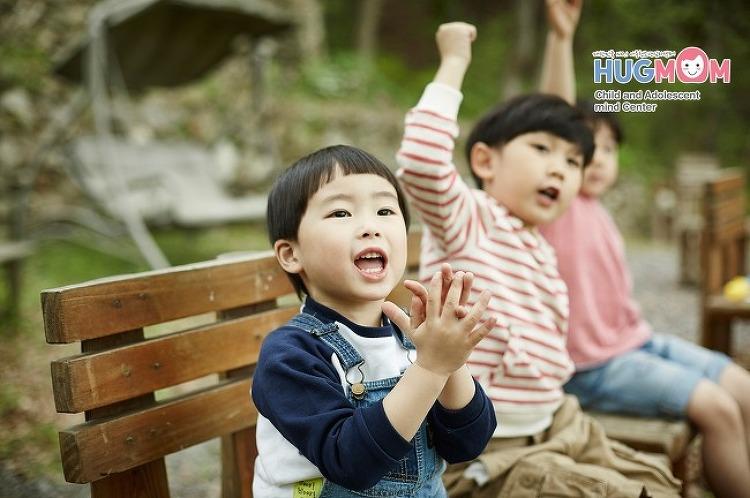 [아동심리치료] 심리치료, 허그맘에서 알려드리는 아이문제해결법