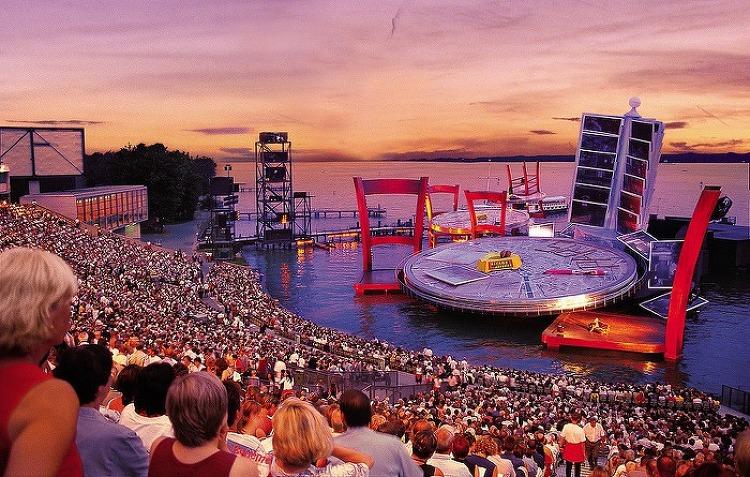 [홍승찬 교수의 클래식 음악 이야기] 오스트리아의 아름다운 휴양도시에서 펼쳐진 브레겐츠 오페라 축제