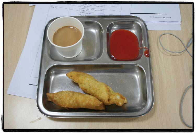 8년전 인도 배낭여행을 할 당시(2001년).. 간식거리로 자주 사먹었던 사모사..