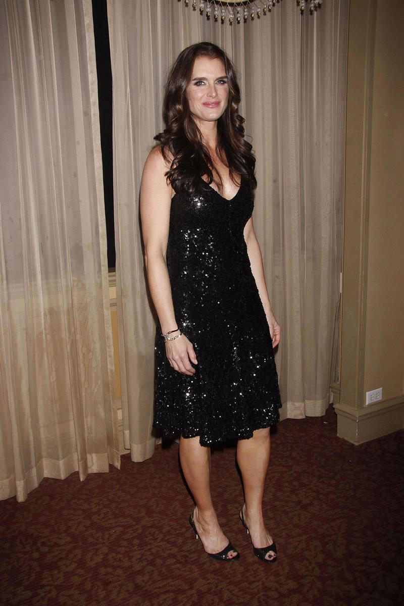 Fashion Style Gossip Man Paparazzi Photos Hilary Swank Tobey Maguire Brooke Shields