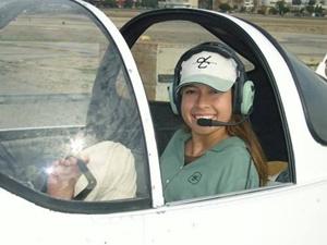 두발로만 비행기 조종하는 제시카