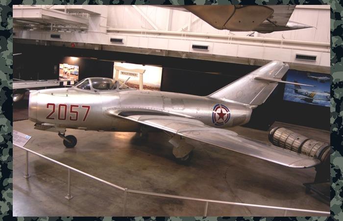 사진: 소련제 미그-15기 모습. 6.25전쟁 당시 최신예 전투기로서 미공군의 제공권 장악에 큰 장애물이었지만 네코부대의 활양으로 정보를 알 수 있었다. [6006부대의 네코부대 활약상]