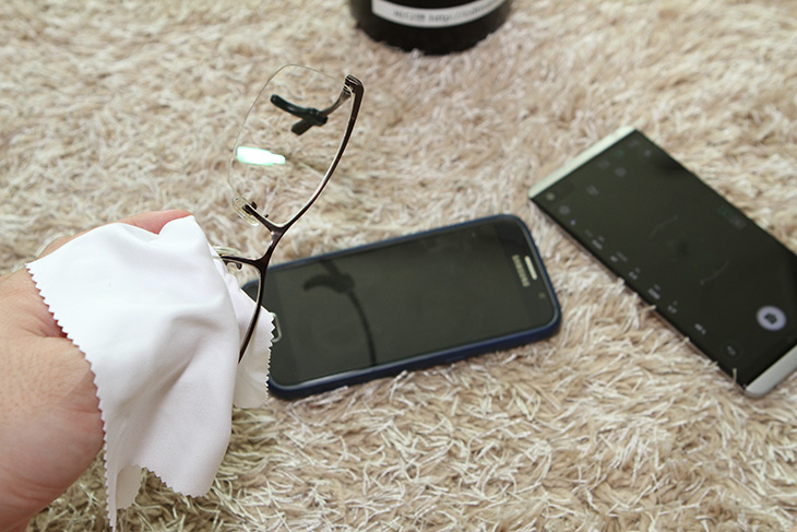 안경, 김서림방지, 안경클리너, 루이, 실제 ,테스트,IT,IT 제품리뷰,안경을 쓰는 저로서는 상당히 신박한 제품이었는데요. 이제는 뿌옇게 안보입니다. 안경 김서림방지 안경클리너 루이 실제 테스트를 해봤는데요. 일부러 극악의 조건을 만들어서 습기가 높게 해봤습니다. 그러면 안경이 뿌옇게 되죠. 이거 안경쓰는 저로서는 상당히 불편한데요. 안경쓰는 분들 다 그렇죠. 안경 김서림방지 안경클리너 루이 겉으로 보면 일반 안경 극세사천과 동일하게 생겼는데요. 뭐가 다를까요.