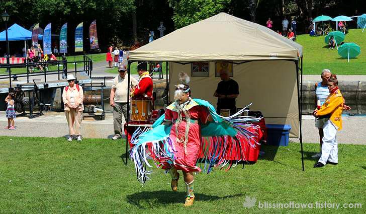 캐나다 원주민 모습입니다