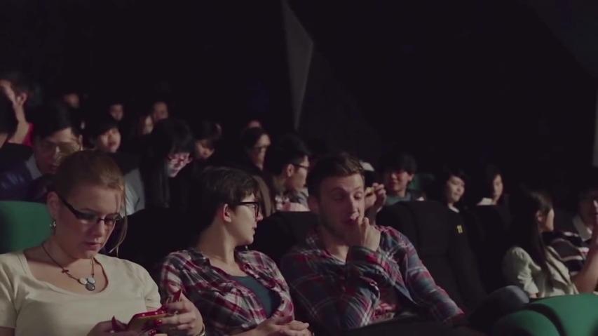 영화를 보는 도중 갑자기 모든 관객이 핸드폰이 울린다? - 폭스바겐(Volkswagen)의 운전 중 핸드폰 사용금지 공익 캠페인 극장/영화관 광고 [한글자막]