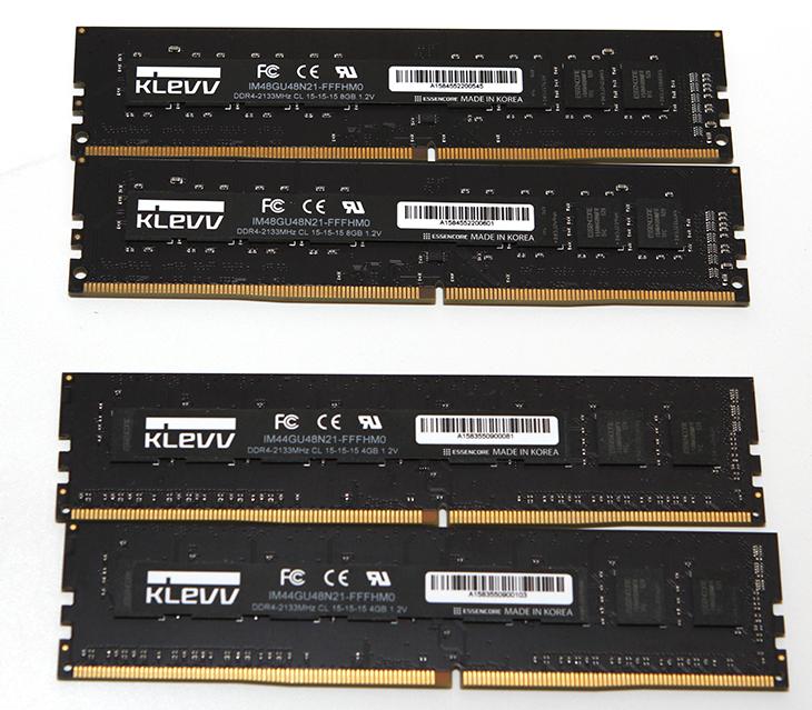 DDR4 메모리 ,ESSENCORE, KLEVV DDR4, 8G, PC4-17000, 후기,IT,IT 제품리뷰,후기,사용기,제품리뷰,DDR3,DDR4,DDR4 메모리 ESSENCORE KLEVV DDR4 8G PC4-17000 후기를 준비해 봤는데요. 이번에 스카이레이크 조립 동영상을 만들면서도 사용했던 메모리 입니다. 그리고 이번에 제 메인컴퓨터에서 사용 중인 메모리이죠. DDR3에서는 과거에 고클럭 메모리가 비쌌지만 이제 DDR4 메모리에서는 조금 더 쉽게 더 고클럭의 메모리 세계로 들어갈 수 있게 되었습니다. 물론 아직은 DDR4 메모리도 고클럭 메모리는 가격이 많이 비싸긴 한데요. 다만 조금 낮은 클럭의 메모리들은 조금 저렴한 가격에 구매가 가능해졌습니다. 아주 예전에 DDR3 고클럭메모리를 50만원 가까이 샀던 기억이 있는데요. 이제는 좀 더 저렴하게 비슷한 수준의 메모리를 사용할 수 있게 되었네요. 시간이 참 빨리 흘러간다는 생각도 듭니다. 이번에 소개하는 ESSENCORE KLEVV DDR4 8G PC4-17000 는 방열판도 없고 발열도 높은 수준이 아니었는데요. 실제로 DDR4로 넘어가면서 기본으로 사용하는 전압도 많이 낮아졌죠. 점점 전압은 적게 사용하고 클럭은 더 높아질 것입니다.