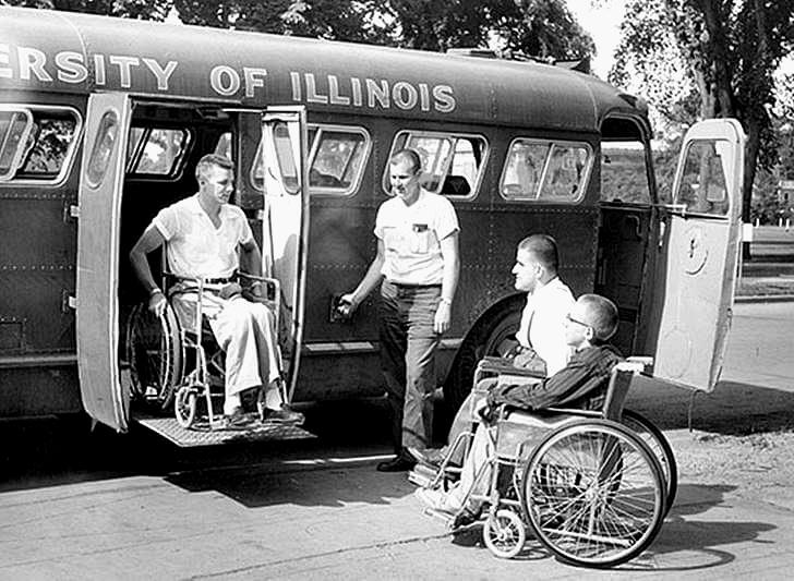 휠체어 탑승 가능한 최초의 버스입니다
