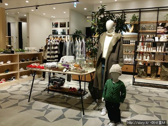 라이프스타일을 강조한 도쿄 라라포트 쇼핑몰