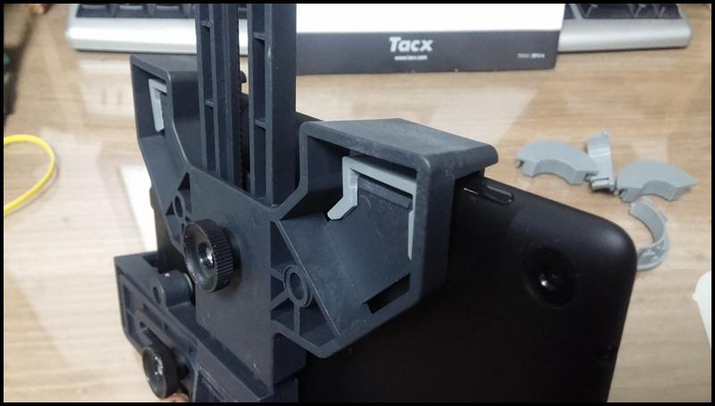 넥서스7 2013 모델은 위쪽을 고정하면 전원 버튼을 가립니다 ㅜㅜ
