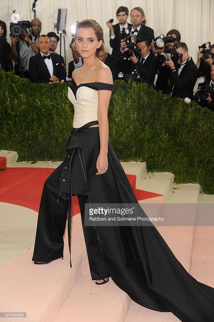 뉴욕 패션행사에 페트병 '재활용옷' 입고 나타난 엠마 왓슨