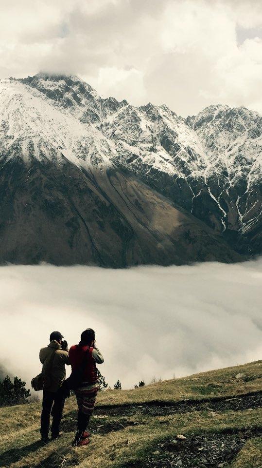 조지아 카즈베기산 중턱에서 바라본 풍경. 이곳에 오면 누구나 사진작가가 된다.