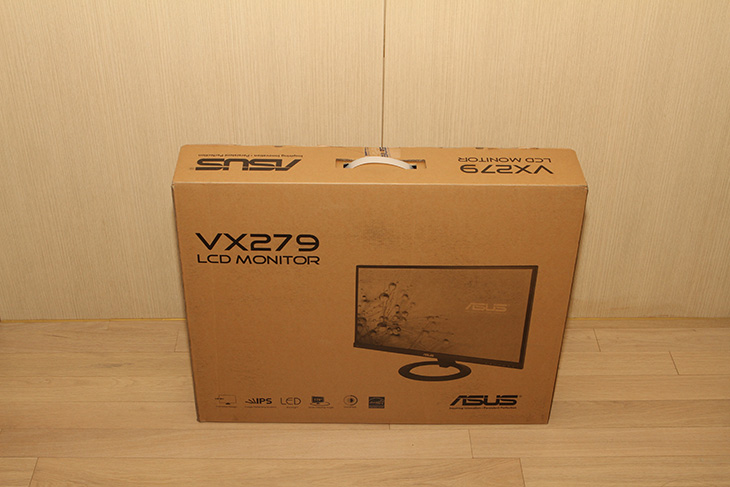 ASUS VX279H-W 모니터,ASUS VX279H-W 사용기,ASUS VX279H-W 후기,IT 제품리뷰,IT, 아수스 모니터,에이수스,ASUS,아수스코리아,FHD 모니터,ASUS VX279H-W 모니터 사용 후기를 올려봅니다. ASUS에서 나온 27인치 모니터를 사용해보는것은 이번이 처음이긴 한데요. 27인치 모니터에서는 WQHD 해상도나 또는 FHD 해상도가 적당합니다. 조금 멀리서 본다면 FHD 해상도가 좀 더 적당한데요. ASUS VX279H-W 모니터는 27인치 Full HD 해상도를 가진 모니터 입니다. 후면에는 MHL/HDMI 단자가 2개가 있어서 스마트폰이나 태블릿등을 연결해서 화면을 좀 더 크게 볼 수 있습니다. 내장 스피커를 가지고 있어서 TV용도로 사용도 가능합니다. IPS 패널로 시야각도 괜찮은 편이며, 실제로 ASUS VX279H-W 모니터를 사용해봤을 때 화면이 반사가 일어나는 타입이 아니여서 눈이 생각보다 편안했습니다.이 모니터는 HDCP를 지원해서 PS3와 같은 외부 입력기기와 연결이 가능 합니다. 그리고 GAME PLUS 기능으로 Aimpoint 와 Timer 기능을 제공해서 어떤 게임을 하더라도 동일한 조준점을 사용할 수 있습니다. 타입도 변경이 가능하구요. 타이머는 시간을 설정해서 미션의 시간을 좀 더 크게 볼 수 있는것인데요. 실제로 사용해보니 별다른 소프트웨어 설치 필요없이 바로 적용이 가능해서 무척 편했습니다. 오른쪽 하단에는 터치버튼을 이용해서 OSD 메뉴를 조절할 수 있도록 되어있습니다. 터치버튼은 편하긴했는데 대신 메뉴의 배치가 조금은 복잡해서 처음에 익숙해지는데 약간 시간이 걸렸습니다. 이 외에도 Quick Fit 기능을 이용해서 Alignment Grid를 화면 위에 그리거나 A4 및 여러사이즈의 종이 이미지를 실제 이미지 위에 올려서 사이즈를 대조할 수 있는 기능이 있습니다. 이 외에도 Splendid 비디오 인텔리전스 기술을 이용해서 여러가지 스킨톤을 적용해서 사용할 수 있습니다.