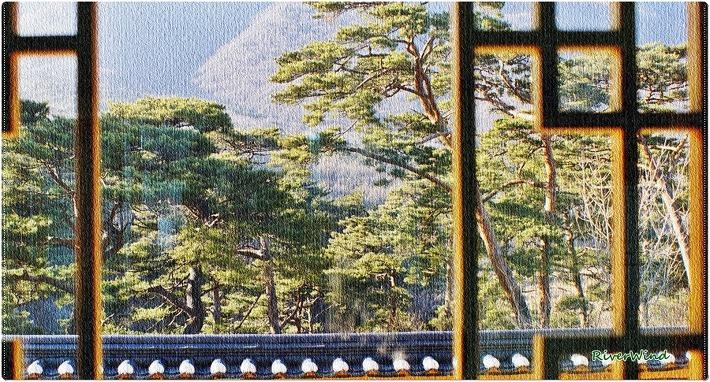 산사의 창으로 보는 풍경