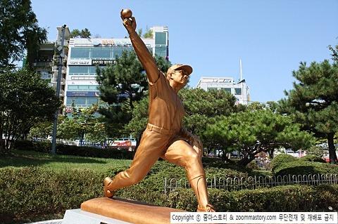 최동원 동상