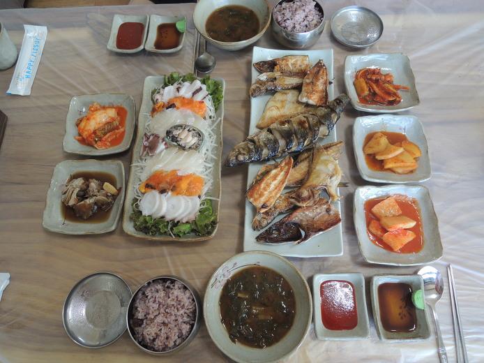 동그라미 해물집... 동해 먹거리 맛집 저렴한 가격의 생선구이 정식 추천...