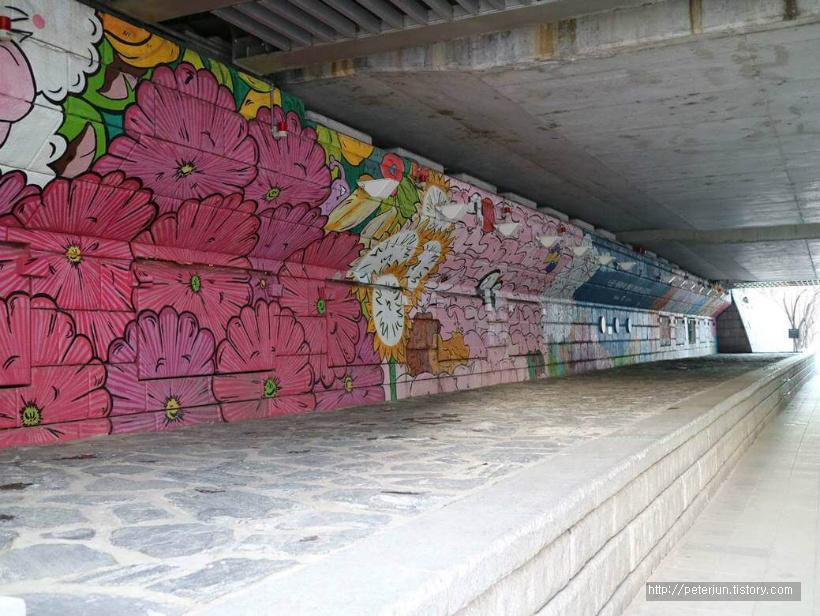 꽃무늬 벽화
