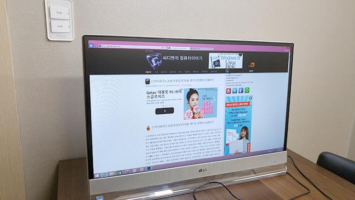나혼자산다, 그렇다면, TV가격으로, 유플러스, PCTV ,써보자,IT,IT 제품리뷰,인테리어,거실에서 티비도 보고 컴퓨터도 쓰는데요. 근데 이것을 하나로 사용할 수 없을까요. 나혼자산다 이런 분들을 위해서 유플러스 PCTV는 컴퓨터와 IPTV를 하나로 즐길 수 있도록 만들어둔 제품 입니다. U+ PCTV는 말 그대로 PC와 TV를 하나로 즐길 수 있도록 만든 제품으로 실제로 와이프가 식탁에서 자주 컴퓨터를 하고 간편하게 태블릿으로 TV도 보곤 했는데 이제는 PC와 TV를 모두 하나로 즐기더군요. 나혼자산다 프로그램하고도 잘 어울리는 이 제품은 사양을 간단하게 말씀드리면 셀러론 쿼드코어 프로세스가 들어있고 소음을 줄이기 위해서 M.2 SSD 120GB도 탑재되어 있습니다. 실제로 사용해보니 무척 조용하더군요. 간단한 문서작업이나 유튜브 보기, 영화보기 등으로도 활용할 수 있습니다. 화면은 27인치이며 Full HD 해상도를 가지고 있어서 영화 등을 감상하는 용도로 충분하더군요.