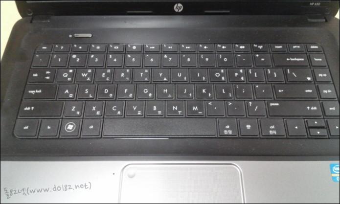 노트북 앞면인데 키보드 부위가 지저분한데