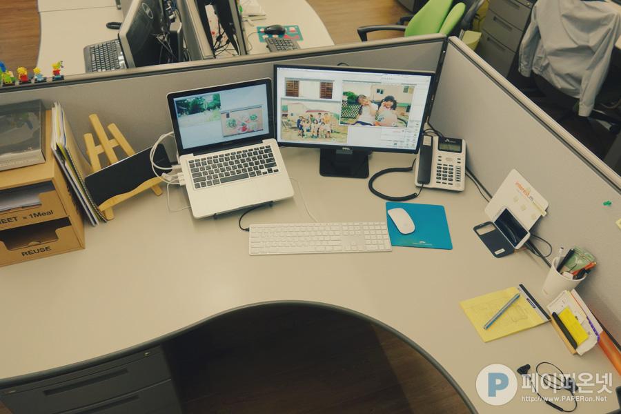 자리에 서서 보는 내 책상