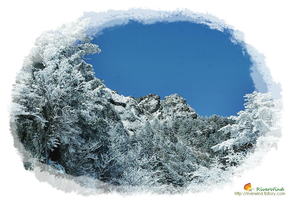 하늘에 솟아있는 천왕봉