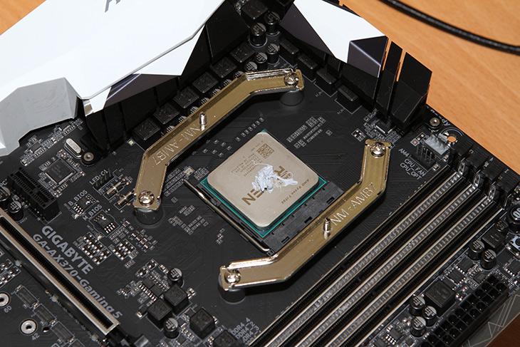 AMD ,라이젠7 ,1700 ,AORUS AX370 Gaming 5, 조립하기,IT,IT 제품리뷰,컴퓨터,조립,전문가용 컴퓨터로 요즘 이렇게 조립하는데요 쓰는데요. 새로 뜨는 프로세서 때문이죠. 라이젠7 1700 AORUS AX370 Gaming 5 조립하기를 해 봤습니다. 이번에 사용할 프로세서는 8코어 16쓰래드의 제품 입니다. 라이젠7 1700을 사용하기 전에 발열은 높지 않을까 걱정을 했는데 온도도 상당히 낮게 잘 유지되네요. 이번 것은 상당히 잘나오긴 했습니다. 전문가용 컴퓨터 시장에서 AMD를 선택하는 사용자들이 꽤 많아졌죠.
