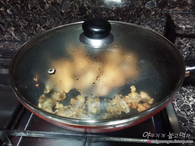 남은 치킨 데우기 (1)