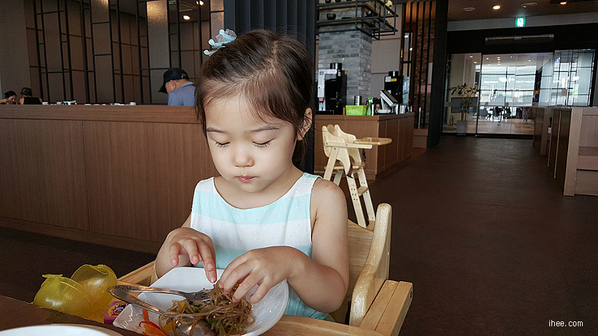 서윤이 밥먹기