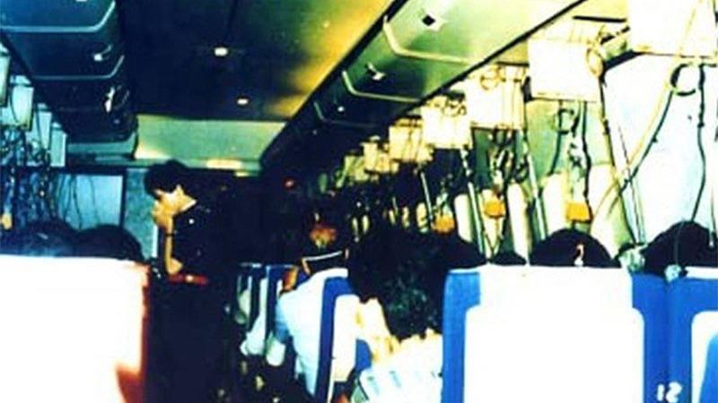 사진: JAL123편의 추락 전 기내 모습. 승객들은 조용했다고 한다.