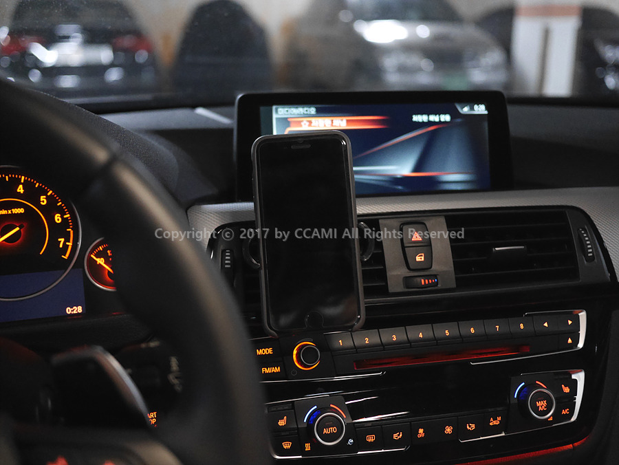 차량용, 거치대, 스마트폰 거치대, 차량용 스마트폰 거치대, 니녹, 송풍구 거치대, 차량용 거치대, NAP-2000, 에어컨 거치대, 에어컨 스마트폰 거치대, CD롬 거치대, 자동차 스마트폰 거치대, 자동차 스마트폰, 티맵, 아이폰, CCAMI, BMW, 330i, 3시리즈, 까미, 리뷰