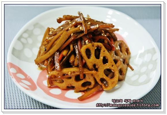 우엉, 연근, 당근 세 가지 뿌리채소로 만든 조림반찬
