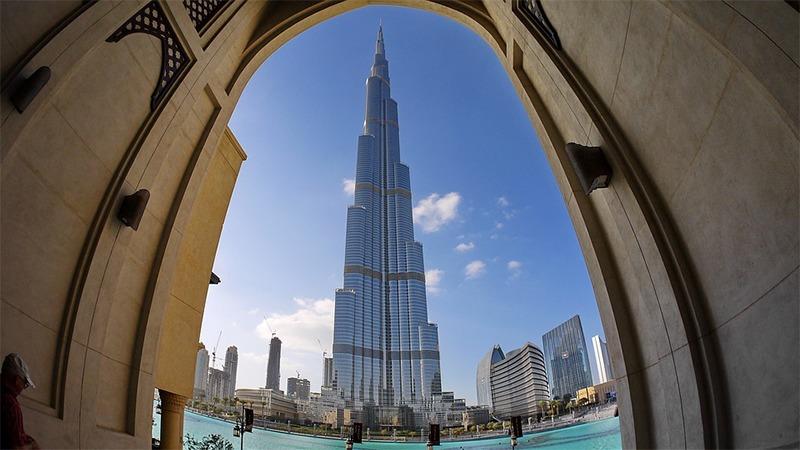사진: 현재 세계에서 가장 높은 빌딩인 부르즈 할리파 빌딩. 아랍에미리트에 있다.